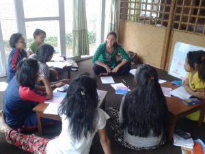 volunteer teaching Nepa