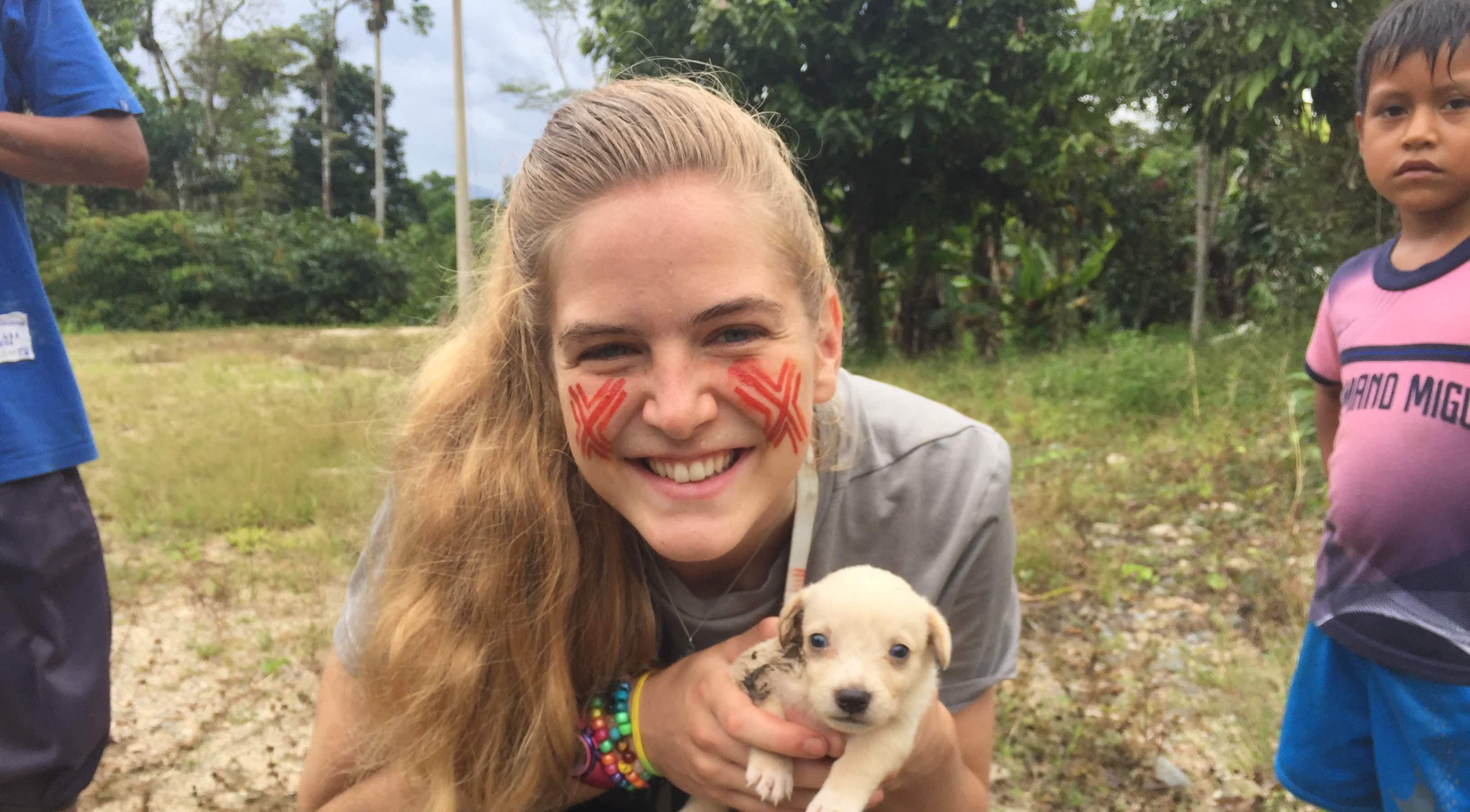 Emily Dryden volunteer in ecuador