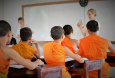 Laos-Teaching-monks
